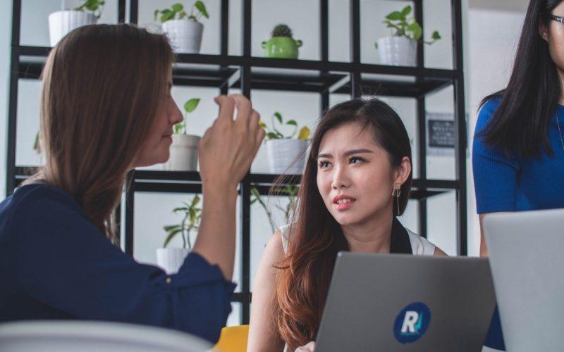 面對複雜的職場人際關係經營,新鮮人求職錄取後該怎麼面對呢?